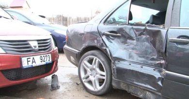 Accident rutier în Nisporeni cu implicarea unei mașini pentru instruire a Școlii Auto